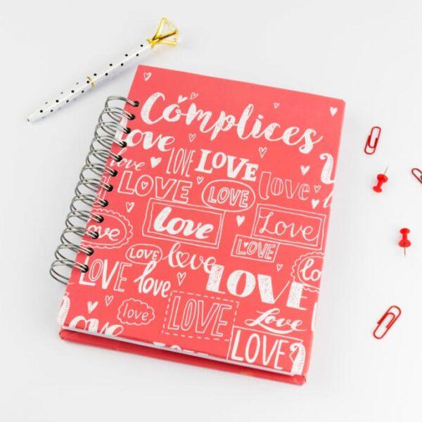 Cómplices de amor · Andariega Store 2021