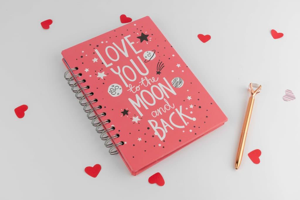 Agendas y cuadernos «De aquí a la Luna» · Andariega Store 2021