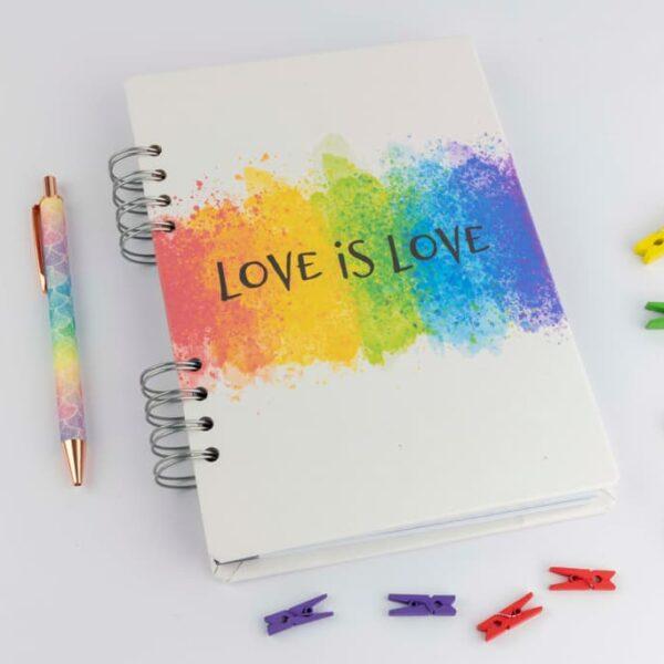 Agendas y cuaderos «Love is Love» · Andariega Store 2021