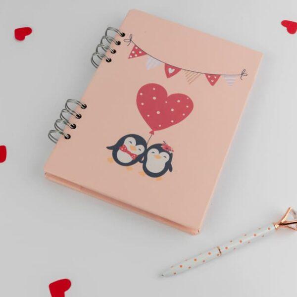 Agendas y cuadernos «Pingüinos Love» · Andariega Store 2021
